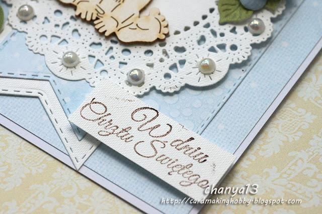 kartka ozdobiona jest perełkami, tekturką i kwiatami