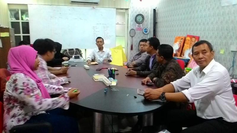 Nusron Wahid menyambangi markas Teman Ahok di Pejaten