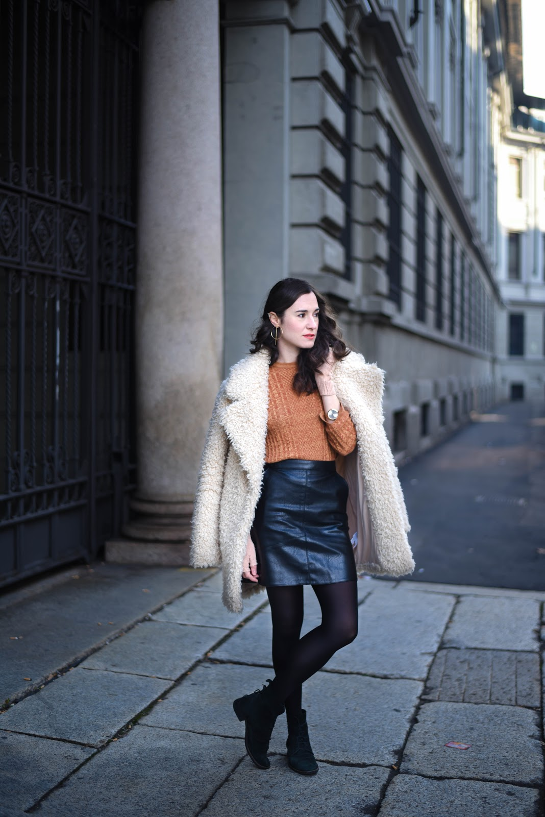 leather_skirt_fur_coat_mustard_knit_look