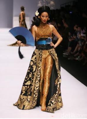 Kebaya Brokat Motif Batik Modern Anne Avantie Trend Tahun 2017