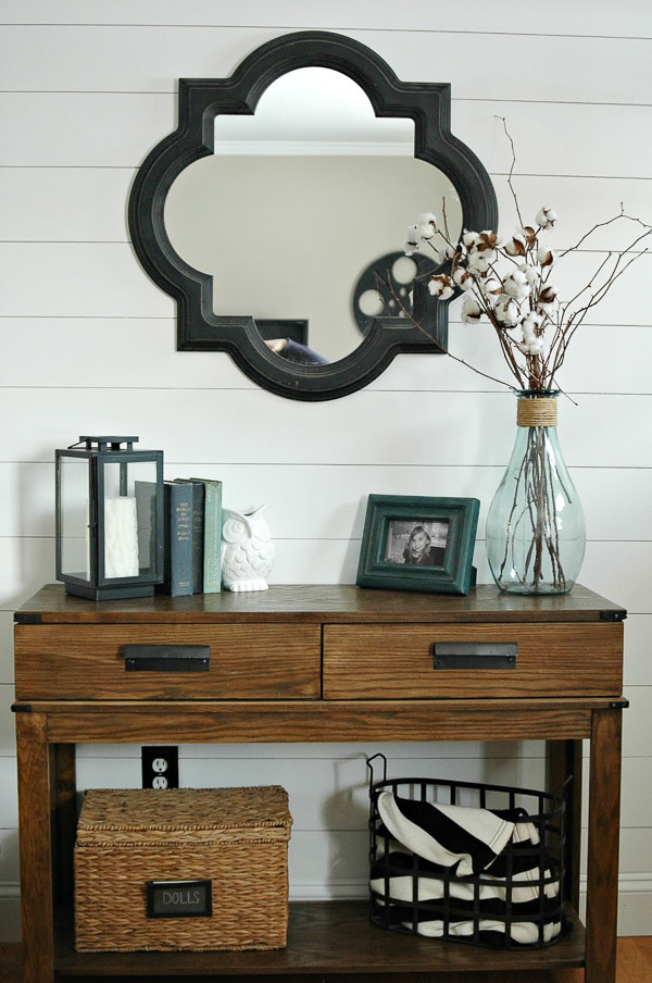 Gorgeous plank wall entryway