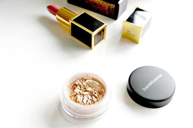 bare minerals shimmer eye shadow in true gold, heathrow, beauty blog