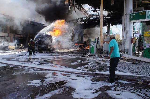 Resultado de imagem para incendio posto de gasolina por causa de celular