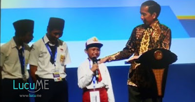 Di Depan Jokowi, Siswa SD Ini Keselip Lidah Bikin Hadirin Riuh Ngakak