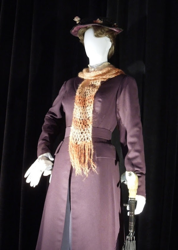 Mary Poppins arrival scene costume