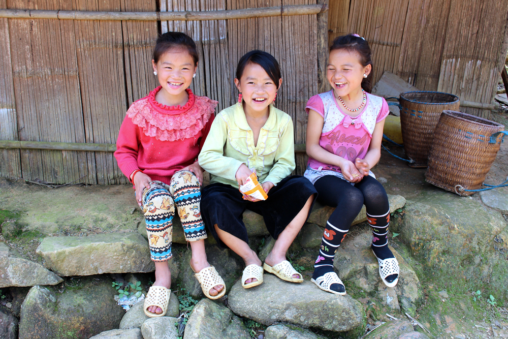 Kids in Sapa, Vietnam - travel blog