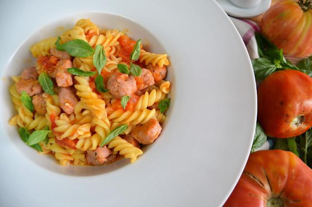pasta, hélices pasta, hélices con salchichas y tomate, pasta hélices, recetas de pasta, pasta recetas, recetas con pasta, hélices pasta recetas, pasta hélices recetas,