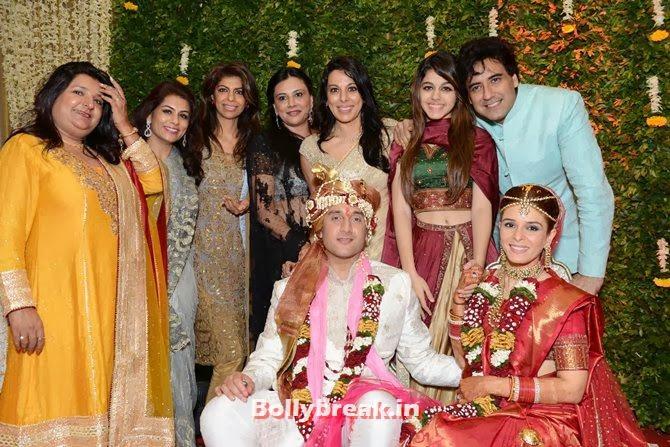 The wedding party, Singer Raageshwari's wedding Pics