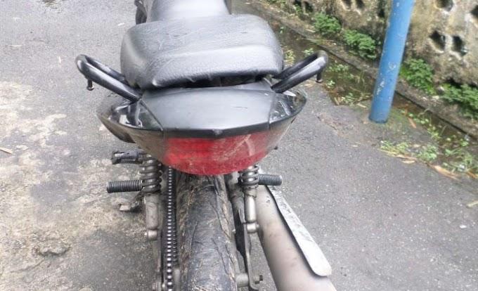 THE - Jovem em motocicleta sem placa é perseguido e morto