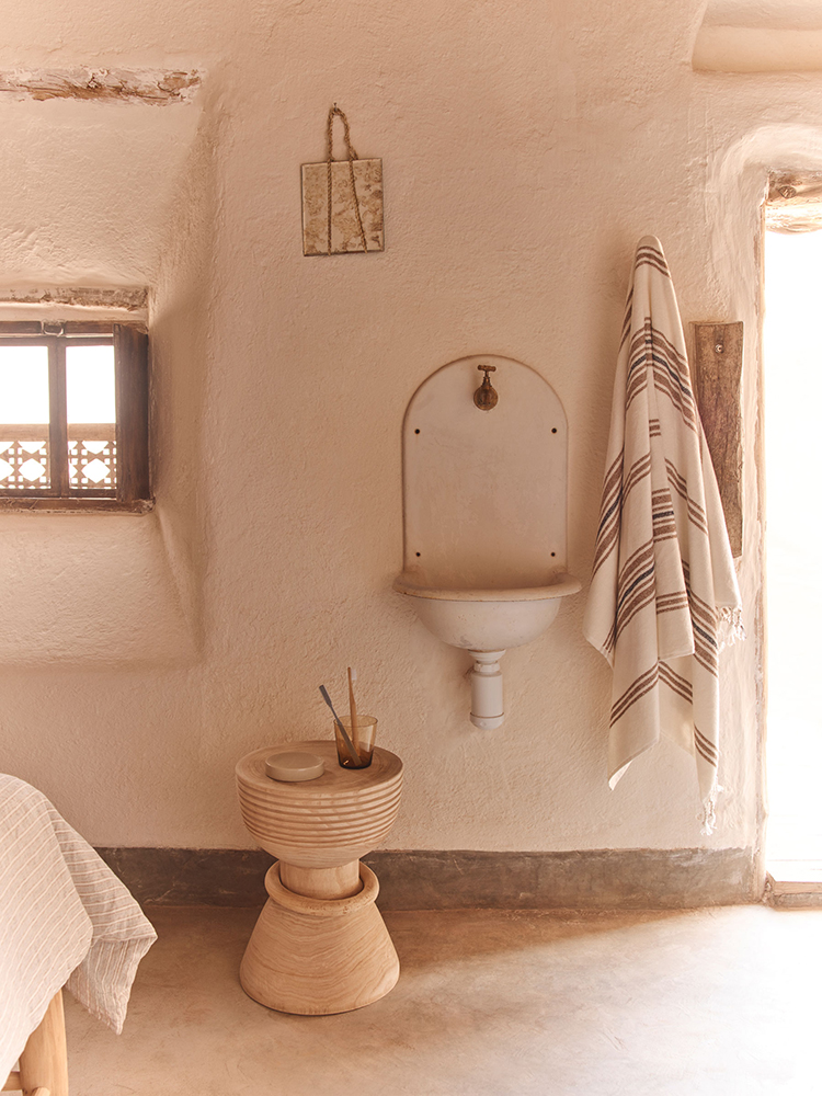 Understated summer luxury by Zara Home, Zara Home Spring Summer 2019 Editorial, rustic bedroom decor, contemporary country interior design