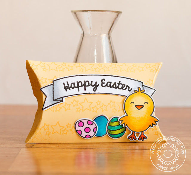 Sunny Studio: Easter Chick Pillow Box by Marion Vagg (using A Good Egg & Sunny Borders stamps).