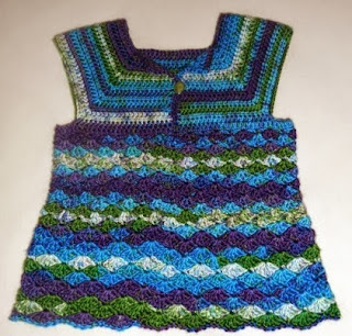 http://translate.google.es/translate?hl=es&sl=en&tl=es&u=http%3A%2F%2Fwww.myhobbyiscrochet.com%2F2014%2F02%2Firis-toddler-top-free-crochet-pattern.html