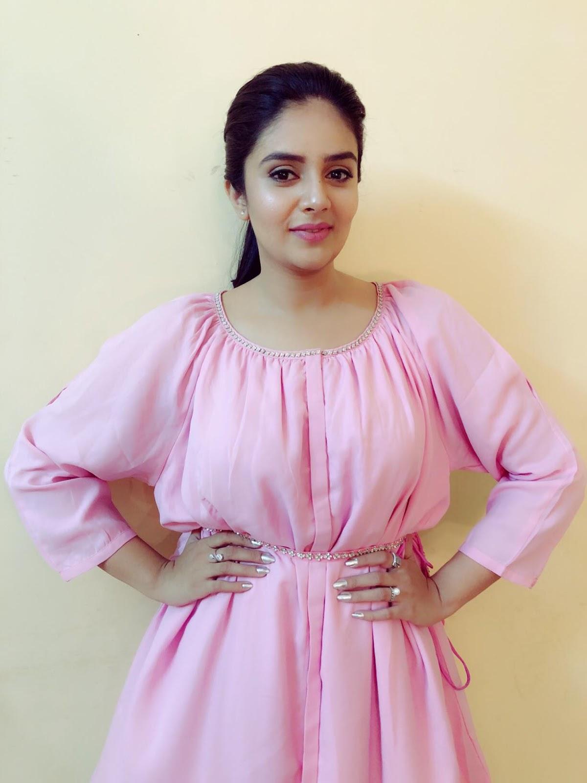 Indian TV Anchor Sreemukhi Long Legs Photos In Pink Dress