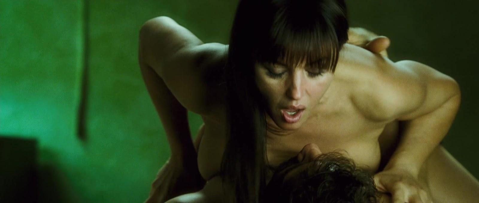 Развели секс постельные сцены знаменитостей видео красоткой очаровательной