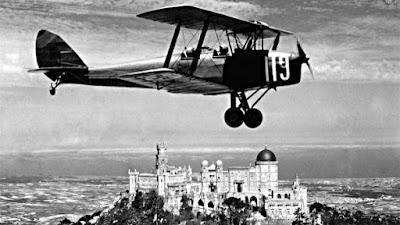 Palácio da Pena - De Havilland DH82 Tiger Moth