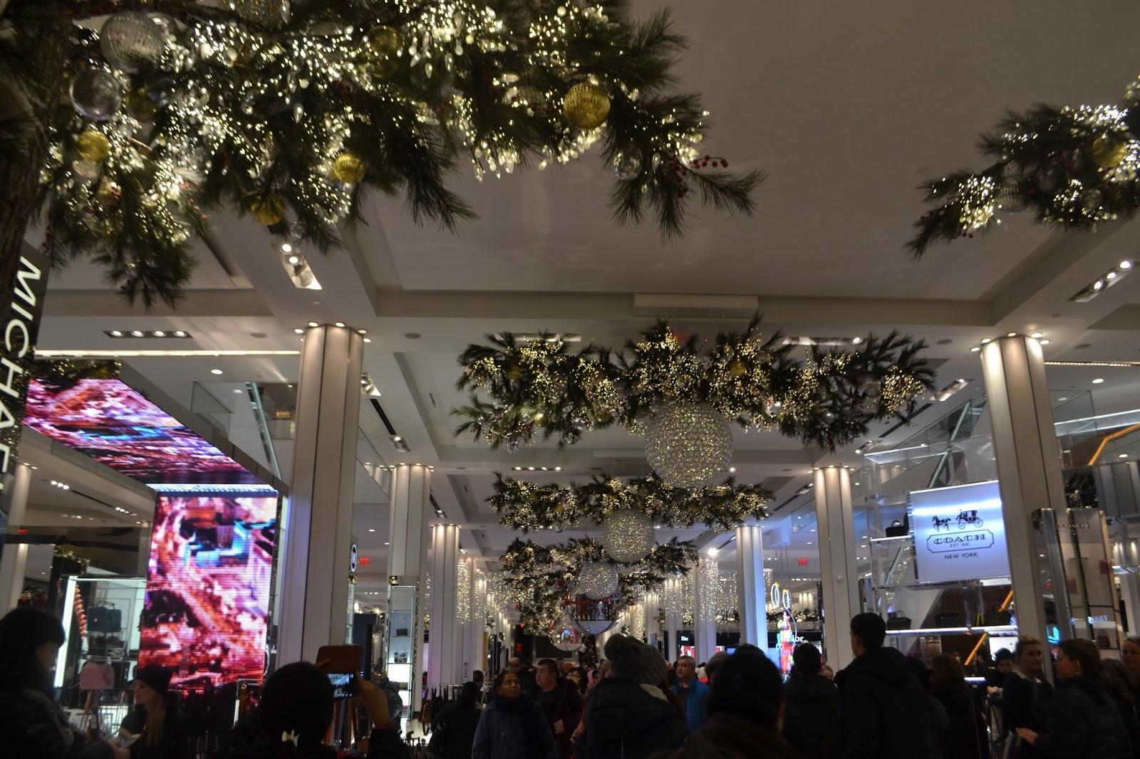 Christmas-store-decor