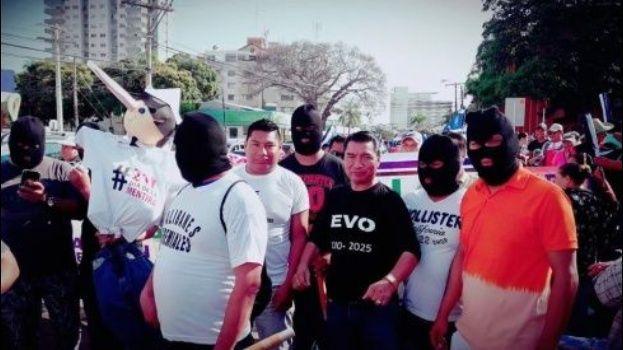 Los encapuchados del MAS trataron de intimidar a las plataformas ayer en Santa Cruz / RRSS