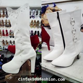 sepatu-boots-fashion-show-modeling