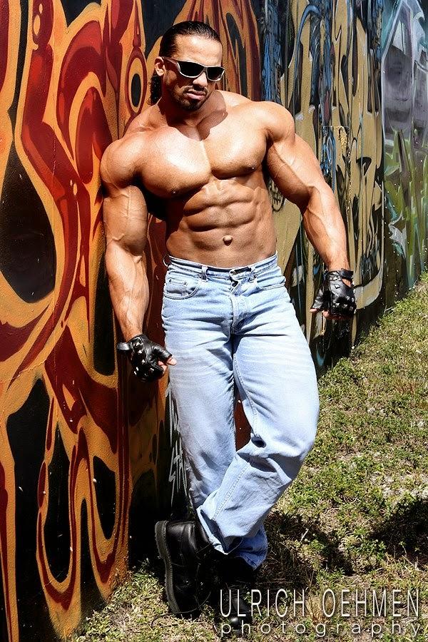 MUSCLE WORSHIP COM: Eslam Elmasry IFBB Bodybuilder