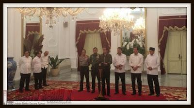 Jokowi, Ahok, Ahok Gubernur DKI, Presiden, Politik, Polemik, Partai Politik, aksi demo, berkat kedatangan pendemo ahok, Demokrasi, Istana Merdeka, Fadli Zon, Pemerintah, pemimpin non muslim di jakarta, Islam, Dalam Negeri, Berita Bebas,
