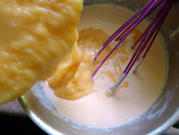 Mango-pineapple ice cream by Laka kuharica: Stir the pureed fruit into the milk and egg mixture.