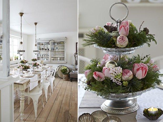 Mesa del comedor con lámparas de araña y centros de flores