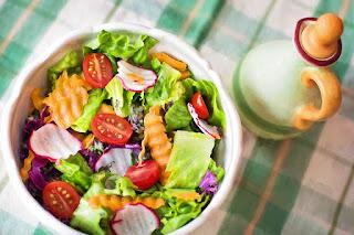 Cara menghilangkan bau mulut dengan salad sehat