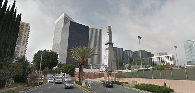 Aujourd'hui, on peut voir des derricks dans les zones urbaines de Californie comme ici à Beverly Hills
