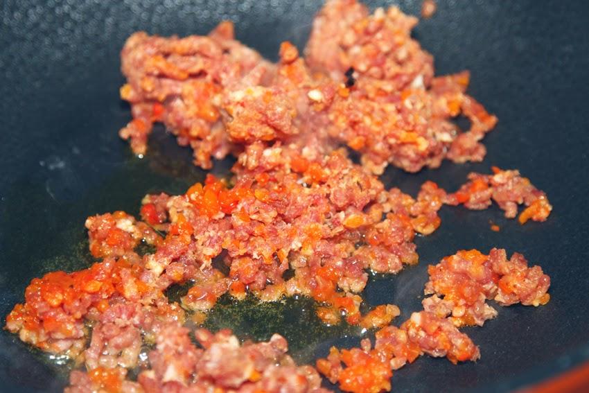 Makaron z szynką paremeńską, papryką i serem Gorgonzola.