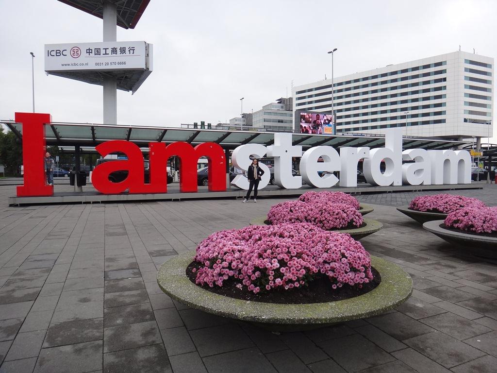 Letreiro I Amsterdam em frente ao Aeroporto de Schiphol