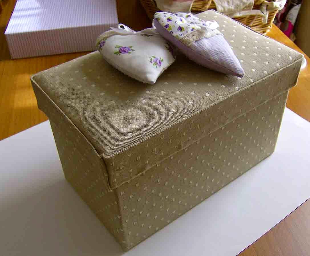 Carta e sassi scatole e tessuto for Scatole rivestite in stoffa tutorial
