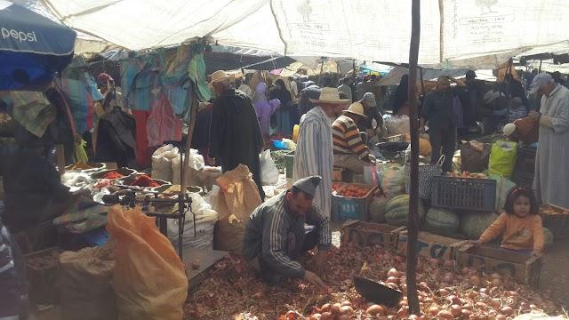 احتجاجات بسبب تحويل السوق الأسبوعي لأولاد عبو يوم السبت والعامل يتدخل