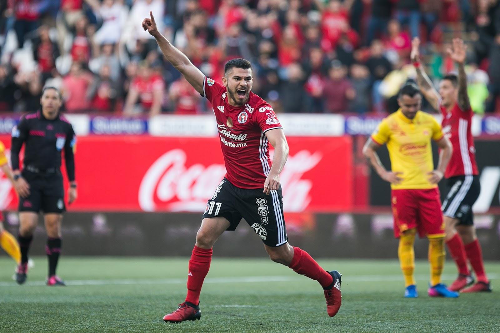 Henry Martín va saliendo de una lesión de ligamentos en la rodilla.