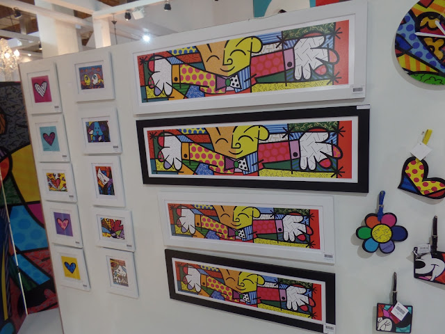 Quadros do artista Romero Britto
