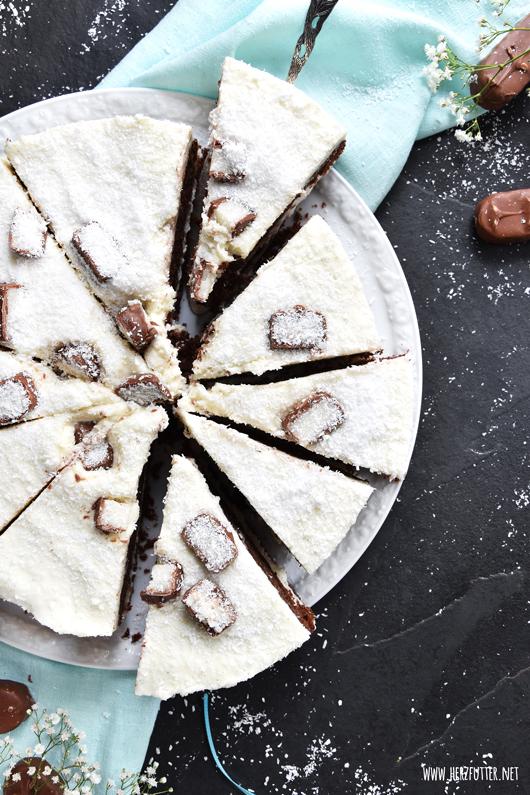 Kokostorte mit Himbeeren und Schokolade