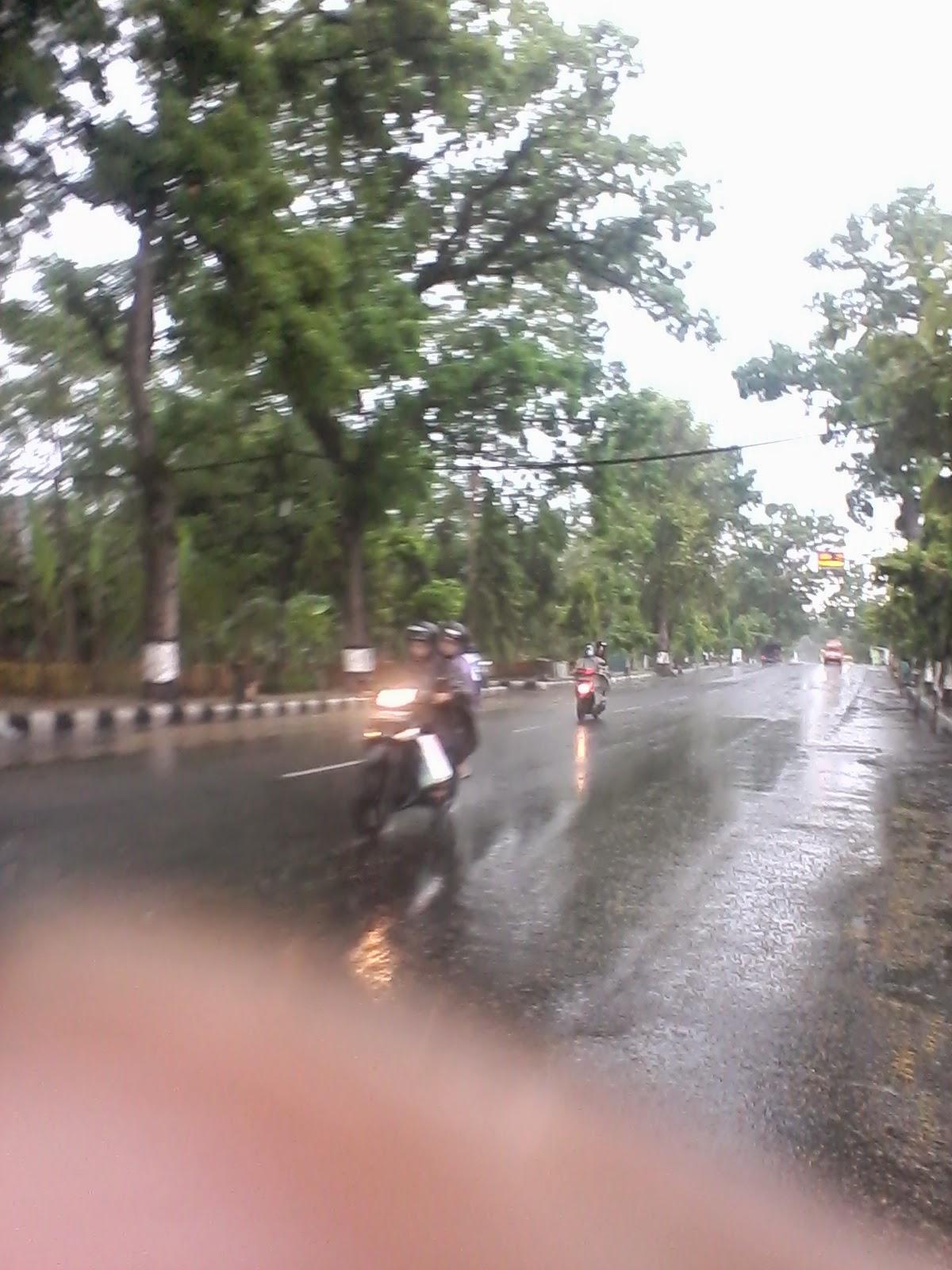 Hujan Turun Berhati-Hatilah Dalam Berkendara