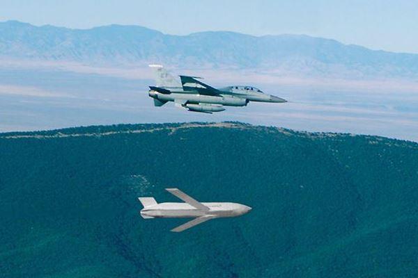 F-16 meluncurkan rudal JASSM-ER