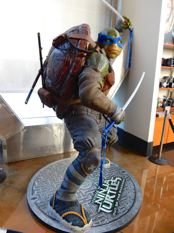 Teenage Mutant Ninja Turtles Out of the Shadows Leonardo statue