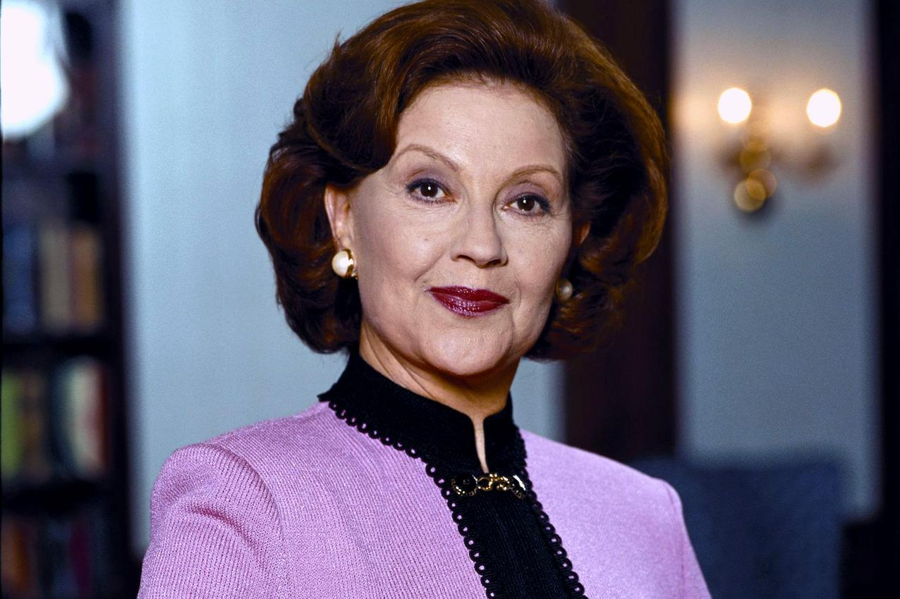 Primer plano de Kelly Bishop, que interpreta a Emily Gilmore