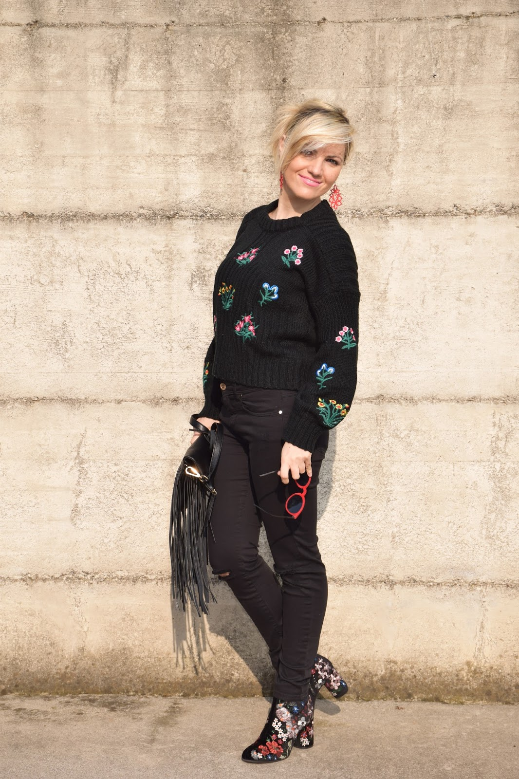 Color-Block By FelyM : OUTFIT BLACK EMBROIDERED SWEATER AND