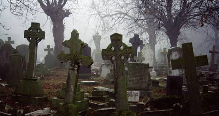 Mengerikan, Diteror Hantu yang Muncul Dari Kuburan