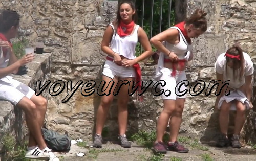 Girls Gotta Go 60 (Drunk Spanish Girls Outdoor Voyeur Pissing)