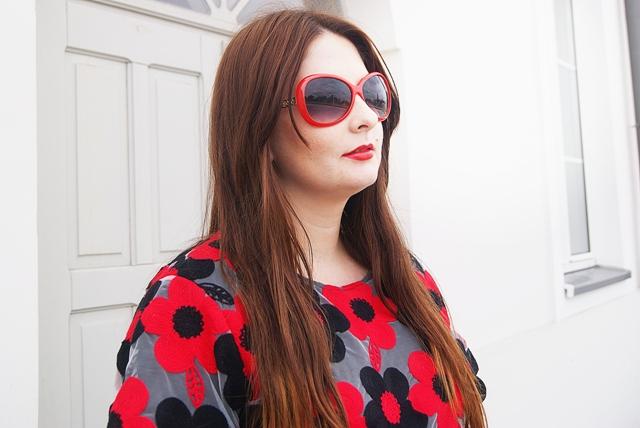f8445e5094 Haftowana czerwono czarna sukienka w stylizacji - idealna na uroczystość  rodziną - wesele