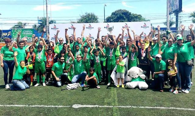 El equipo Sub-11 de la Escuela de Fútbol Campascasio se coronó campeón invicto de la  3ra. Copa Banesco de fútbol infantil.