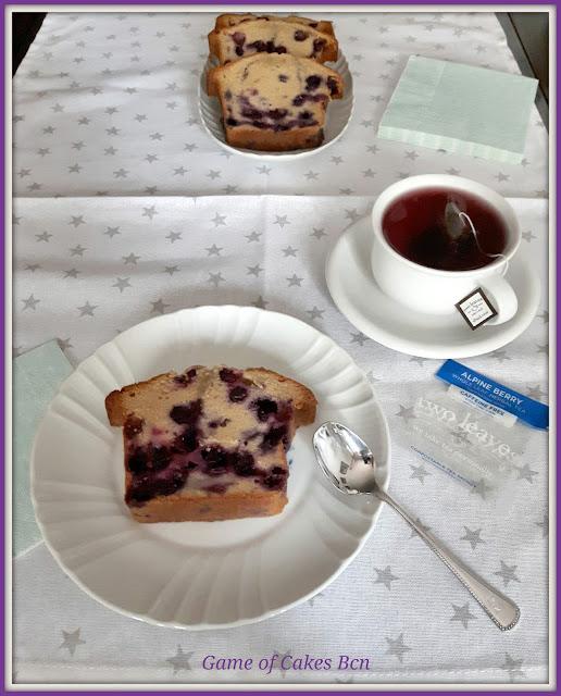 Merienda de Bizcocho de arándanos y nata agria con té Twoleaves