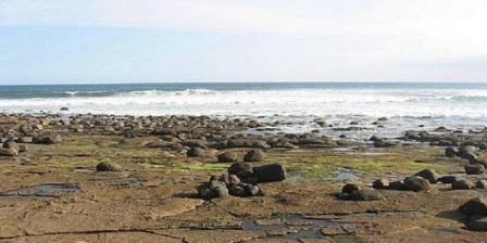 Pantai Pengeragoan objek wisata pantai pengeragoan