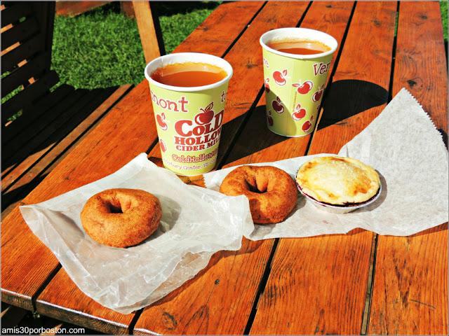 Desayuno en la Fábrica Cold Hollow Cider Mill: Rosquillas, Tartaletas y Sidra de Manzana