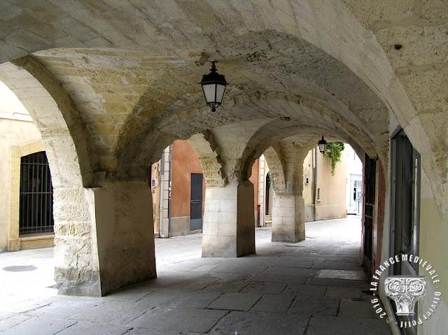 LUNEL (34) - Les Caladons, arcades médiévales