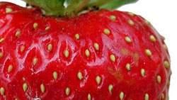 Buah strawberry memutihkan kulit