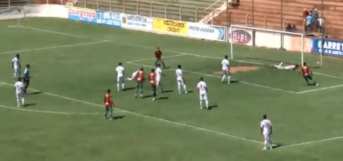 Foto extraída de frame do vídeo do jogo Barretos 0 x 1 Portuguesa Santista momento do gol - Canal Futebol Total